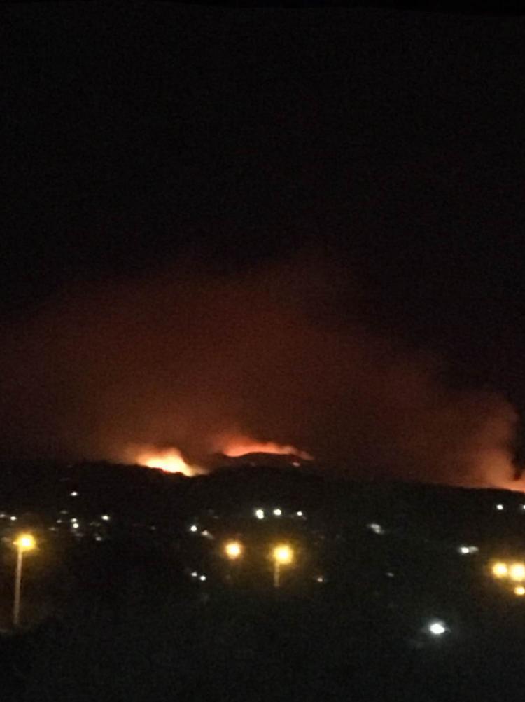 Ηλεία: Δεύτερη δύσκολη νύχτα -Σε πύρινο κλοιό το Κολύρι, οι φλόγες πλησιάζουν απειλητικά- Σε συναγερμό οι κάτοικοι και στο Λαμπέτι-  Στις φλόγες Λεύκες και Λάλας- Σοβαρές αναζωπυρώσεις σε Μουριά και Κάμενα- Για οργανωμένο σχέδιο εμπρησμού μιλά ο αντιπεριφερειάρχης